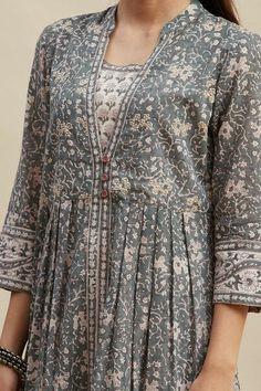 Salwar Designs, Kurta Designs Women, Kurti Designs Party Wear, Fancy Dress Design, Stylish Dress Designs, Designs For Dresses, Indian Fashion Dresses, Indian Designer Outfits, Pakistani Clothing