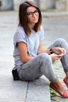 The hair, the acid wash jeans, the simple tee, loafers, even more cute with her glasses!