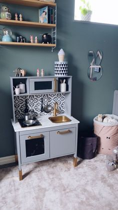 Förändringarna som avgör – Interior By Susan Ikea Kids Kitchen, Toy Kitchen, Ikea Toys, Childrens Kitchens, Diy Furniture Building, Girl Bathrooms, Industrial Style Kitchen, Buying A New Home, Upcycled Furniture