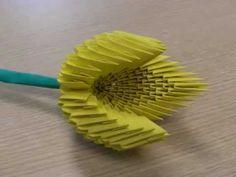 Na tym filmie prezentuję wykonanego przeze mnie tulipana z liściem.    Tulipan wykonałem ze 186 modułów.  Liść wykonałem z 70 modułów.    Wymiary po wykonaniu:  Długość kwiata ~ 11 [cm]  Długość liścia ~ 16 [cm]    Kwiat wykonywałem z modułów z papieru o wymiarach 7,4x5,25 [cm] (z 1 kartki A4 wychodzi 16 szt.)      Na innych moich filmach można ...