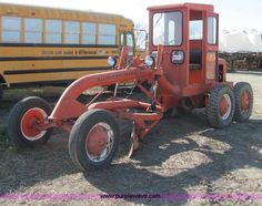 image for item E2609 1952 Allis Chalmers D motor grader-https://www.purplewave.com/auction/121213/item/E2609