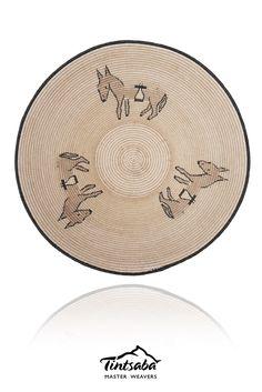 TINTSABA - Sisal basket handmade in Swaziland, 31cm www.Tintsaba.com Sisal, Decorative Plates, Basket, Pearls, Patterns, Board, How To Make, Handmade, Home Decor