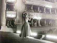 Maria Callas in La sonnambula by Vincenzo Bellini, Teatro alla Scala, 1957 Maria Callas, Classical Opera, Classical Music, Divas, Opera Arias, Singing Tips, Opera Singers, Phantom Of The Opera, The Voice