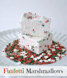 Funfetti Marshmallows by www.crazyforcrust.com #marshmallow #funfetti #Christmas