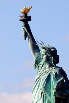 atatFLACARA DRMOCRATIEI uia libertati | statuia libertatii