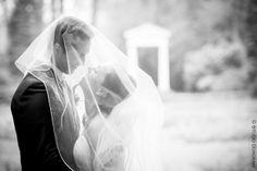 www.studiodijkgraaf.nl trouwfoto bruidspaar Raadhuis de Paauw Wassenaar