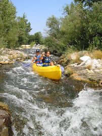 RÉALS CANOË KAYAK Toute l'équipe Réals Canoë Kayak est heureuse de vous accueillir à Cessenon sur Orb. Vous partirez à la découverte de la Vallée de l'Orb, en canoë ou kayak, grâce à des parcours adaptés à tous les niveaux: 5 - 12 - 17 ou 30 Km.  Entre vigne et garrigue, entre eau vive et détente, vous passerez un agréable moment ludique et rempli d'émotion.  Une aventure à vivre et à partager en famille ou entre amis pour des souvenirs inoubliables.