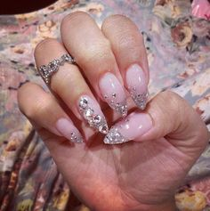 Gel nail style : clear with swarowski (stiletto)