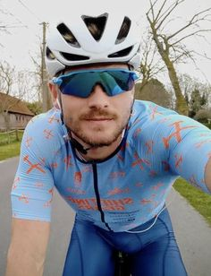 Cycling Gear, Cycling Outfit, Lycra Men, Male Body, Bicycle Helmet, Oakley Sunglasses, Hot Guys, Sportswear, Handsome