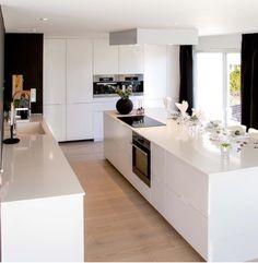 30 Amazing Minimalist Kitchen Design Ideas That Are Most People Looking For - Awesome Indoor & Outdoor Kitchen On A Budget, Kitchen Dining, Kitchen Decor, Kitchen Island, Home Decor Shops, Home Decor Items, Modern Refrigerators, Minimal Kitchen, Kitchen Flooring
