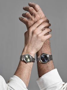 Bucherer presents the Captain Cook and the Golden Horse by Rado, perfectly blending the appeal of the original with new, modern charm.