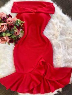 vestido midi sereia ombro a ombro com bojo Skirt Outfits, Stylish Outfits, Skirt Fashion, Fashion Dresses, Frocks And Gowns, Blush Dresses, Girls Fashion Clothes, Stylish Dresses, Designer Dresses