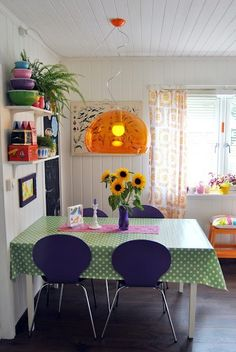 The most important things about a kitchen is that it needs to be cosy; it needs to be you and your space to create good meals for the people in your life. We love the friendly flowers and pops of colour in this one. The perfect place to kick back and keep it real!