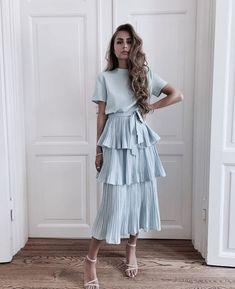 Modest Fashion Tips .Modest Fashion Tips Paris Dresses, Women's Dresses, Pretty Dresses, Beautiful Dresses, Dress Outfits, Dress Up, Cute Outfits, Ruffle Dress, Swag Dress