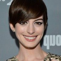 http://stylesweekly.com/wp-content/uploads/2014/07/Anne-Hathaway-Chic-Short-Straight-Haircut-with-Side-Swept-Bangs-200x200.jpg