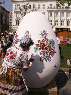 Hungarians decorate Easter eggs using traditional designs. Another tradition during Easter is the sprinkling of women's Hungary Budapest Hungary Villa Romaine, Hungary Travel, Hungarian Embroidery, Easter Traditions, Thinking Day, Egg Art, Arte Popular, Central Europe, People Of The World
