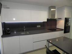 Imagem relacionada Kitchen Decor, Kitchen Design, Sweet Home, Kitchen Cabinets, Toilet, House, Furniture, Ideas Para, Kitchens