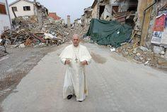 """<p>El papa llegó por sorpresa este martes por la mañana a Amatrice, en el centro de Italia, para una visita a la población de este pueblo devastado por un terremoto el 24 de agosto, anunció este martes la Santa Sede.</p><p>El sumo pontífice anunció su intención de viajar a Amatrice unos días después del seísmo que causó casi 300 muertos, pero sin fijar fecha, dijo AFP.</p><p>Será una visita de """"carácter privado, solo, como sacerdote, obispo, papa. Pero solo. Así quiero que sea. Y quiero…"""
