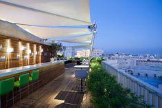 Rooftop Bars Restaurants Design | Architectural Digest Rooftop Lounge, Rooftop Restaurant, Rooftop Terrace, Restaurant Design, Spa Lounge, Restaurant Concept, Balcony Bar, Outdoor Balcony, Outdoor Lounge