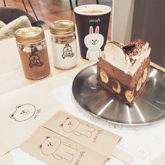포크 커버까지 구여웡可愛いー #라인카페 #카페 #타르트 #초코바나나타르트 #카페모카 #푸딩 #가로수길 #신사 #ラインカフェ #カフェラテ #チョコバナナタルト #カフェモカ #プリン #カロスキル #ソウル #linecafe #line #cafe #tart #chocobananatart #cafemocha #pudding #karosugil #seoul
