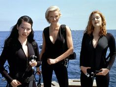 """Lucy Liu, Drew Barrymore and Cameron Diaz in """"Charlie's Angels"""": """"Do you know how hard it is to find a quality man in Los Angeles? Charlies Angels Costume, Charlies Angels Movie, Lucy Liu, Jaclyn Smith, Max Tv, Angel Movie, Angel Outfit, Elizabeth Banks, Drew Barrymore"""