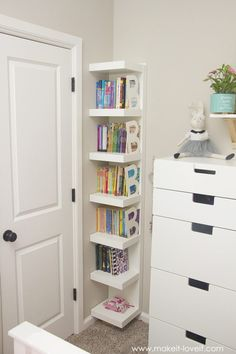 Having a bookshelf is good. Having a cute bookshelf decor is better. Here we listed 17 bookshelf decor ideas to help you make an interesting bookshelf Kids Bedroom Storage, Room Ideas Bedroom, Small Room Bedroom, Girls Bedroom, Small Rooms, Diy Bedroom, Bedroom Organization, Small Spaces, Organization Ideas