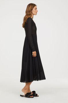 Robe plissée - Noir - FEMME   H M FR 3 Pleated Skirt, Neckline, Skirts 673a947bad7b
