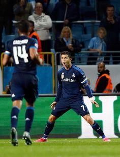 """Cristiano: """"Mi futuro es el Real Madrid. Quiero ganar cosas aquí. Estoy feliz aquí, estoy bien aquí"""". #genius"""