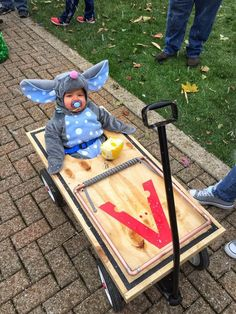 Here's my favorite Halloween costume of the season (from yesterday's children's parade). First Halloween, Holidays Halloween, Halloween Crafts, Happy Halloween, Halloween Party, Halloween Ideas, Halloween Makeup, Halloween Stuff, Funny Halloween