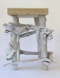 """Sgabello  """"SEA STOOL'""""  legni modellati dall'acqua di fiume e del mare, con legno multistrato, in un armonioso gioco di contrasto"""