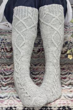 Cable Knit Socks, Crochet Socks, Diy Crochet, Knitting Socks, Rainbow Dog, Men In Heels, Boot Cuffs, Mittens, Slippers