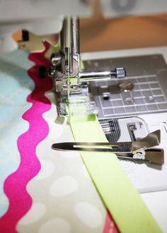 """Traduzione dell'articolo """"il miglior modo per cucire un nastro in sbieco"""" apparso sul blog Positively splendid."""