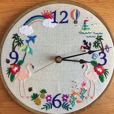 Qué les parece este reloj bordado? A nosotras nos encanta!@hironoc • • • #relojbordado #embroideredclock #summerembroidery…
