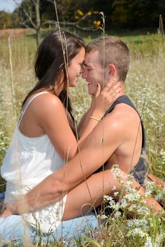 Acacia) Luke and Bray that is not how you sit in a field XD Country Couples, Couples In Love, Cute Photography, Engagement Photography, Photography Couples, Cute Couple Pictures, Cute Photos, Couple Pics, Couple Posing