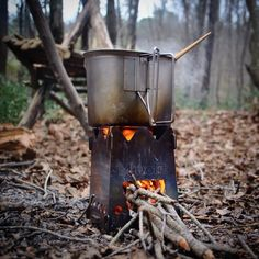 Make The Most Of Your Camping Trip With These Top Suggestions. Photo by jessica mullen Camping can be really fun. You can be close to nature and re-discover yourself. Survival Food, Outdoor Survival, Survival Prepping, Survival Skills, Outdoor Camping, Urban Survival, Bushcraft, Outdoor Cooking Stove, Rocket Stoves