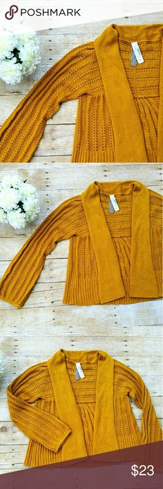 FOSSIL MUSTARD CARDIGAN Super soft and comfy. It is in excellent conditions. Lot of knit details. Please review all pictures since they are the best description of the item. Feel free to ask any questions ^_^ Fossil Sweaters Crew & Scoop Necks