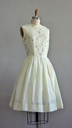vintage late early very pale citrus yellow cotton dress with embroidered daisies, lace trimmed collar and sleeves, fitted waist, full Daytime Dresses, 50s Dresses, Cotton Dresses, Pretty Dresses, Beautiful Dresses, Vintage Dresses, Casual Dresses, Vintage Outfits, Christmas Swing Dress