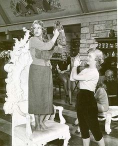 Ya have to watch 'White Christmas' w/ Rosemary Clooney's commentary. Get the scoop, plus she talks about this number! White Christmas Movie, Classic Christmas Movies, Christmas Pics, Vintage Christmas, Christmas Holidays, Old Hollywood Stars, Hollywood Actor, Classic Hollywood, Vintage Hollywood