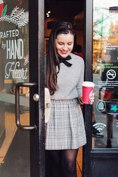 Sweater tights I just want to dress like Blair Waldorf meets Jessica Day this fall is that too much to ask Kleider blair waldorf Cyber Monday Funday Estilo Preppy Chic, Style Preppy, Preppy Look, Mode Outfits, Fashion Outfits, Preppy Fashion, Preppy Skirt Outfits, Preppy Clothes, Fashion Fashion
