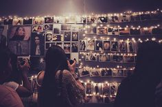 46 Awesome String-Light DIYs For Any Occasion - use clothespins or office paper clips to hang photos with your string lights-- I would do this in my room just because. My New Room, My Room, Dorm Room, Diy Luz, Photowall Ideas, Indie Room, Diy Lampe, Tumblr Rooms, Room Goals