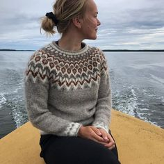 Fair Isle Knitting Patterns, Fair Isle Pattern, Knitting Designs, Knitting Stitches, Knitting Yarn, Hand Knitting, Nordic Pullover, Nordic Sweater, Fair Isle Pullover