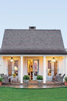 The Genteel Cottage - The Art of Living Small - Southernliving. Location:Orange, VirginiaSize: 1200 square feetDesigner: Sam BlountArchitect: Madison Spencer A couple from Connecticut moved down South with the plans to develop land in Virginia's horsecountry. With a plan that would take years to complete, they decided to start with a guest house to provide lodging while the main house and stables werebuilt.The straightforward floor plan can be seen in the cottage's simple exterior.