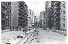 O Elevado Costa e Silva, conhecido popularmente como Minhocão, foi inaugurado em janeiro de 1971 após um tempo de construção recorde para uma obra tão grande: um ano e dois meses
