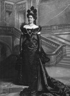 Countess di Carrobio in Court Dress  Lafayette  1899  V&A