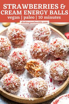 Strawberries and Cream Energy Balls are a healthy snack both kids and adults will love. Vegan, Paleo, and free of refined sugar, these tasty treats come together in just 10 minutes and are freezer-friendly. #paleorecipes #energyballsvegan #energyballspaleo #energybitesvegan #healthysnacks #healthybreakfast Healthy Eating Guidelines, Healthy Snack Options, Easy Healthy Recipes, Healthy Meals, Healthy Food, Freeze Dried Strawberries, Strawberries And Cream, Dried Fruit, Strawberry Desserts
