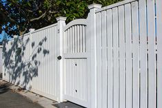 (timber) flat top picket fence with pedestrian gate, built by Auckland Fe. (timber) flat top picket fence with pedestrian gate, built by Auckland Fe. Front Gates, Front Yard, Vinyl Fence, Timber Fencing, Front Garden, Cottage Garden, Picket Fence, Fence Design, House Front