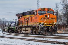 BNSF GEVO 6896 leads a coil car unit train through snow covered downtown Memphis on Main 2 of the BNSF's Thayer South Sub Train Clipart, Pin Up, Downtown Memphis, Bnsf Railway, Burlington Northern, Round House, Locomotive, Santa Fe, Crest Hill