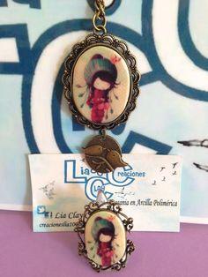Conjunto camafeo con imagen de niña abrigada de arcilla polimérica.