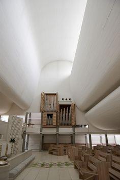 Bagsværd Church near Copenhagen, Denmark Jorn Utzon. Roof Design, Ceiling Design, Architecture Details, Interior Architecture, Acoustic Architecture, Dormer House, Jorn Utzon, Types Of Roofing Materials, Scandinavian Architecture