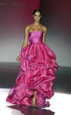 Shimmery two-tone pink/lavender fabric. Hannibal Laguna Spring/Summer 2014 Ready-To-Wear Foto Fashion, Estilo Fashion, Pink Fashion, Womens Fashion, Runway Fashion, Magenta, Couleur Fuchsia, Beautiful Gowns, Beautiful Outfits